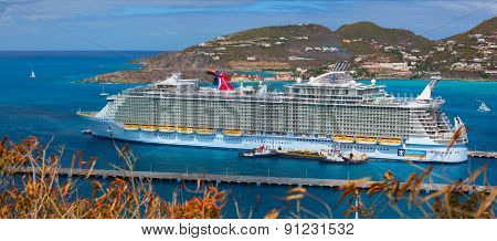 The biggest cruise ship in the world was docked in the central terminal
