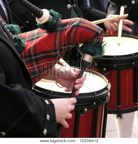 Scottish band entertains public