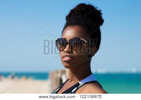 Horizontal portrait of a woman, sea and sky as a background