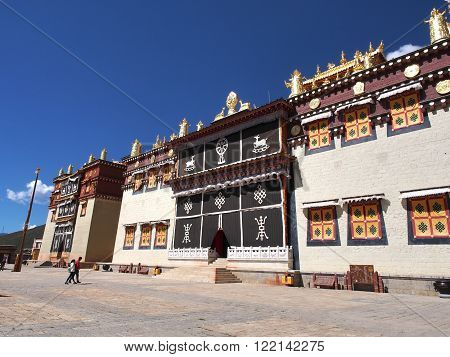Songzanlin Temple also known as the Ganden Sumtseling Monastery, is a Tibetan Buddhist monastery in Zhongdian city( Shangri-La), Yunnan province China
