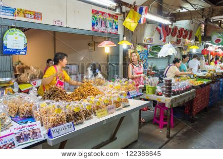 NAKORN PATHOM THAILAND MAR 13 : vendors are selling some food at Don Wai Floating market on 13 March 2016