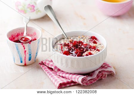 porridge with cranberry sauce in to the bowl