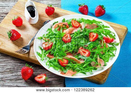 strawberry arugula ham salad with balsamic vinegar