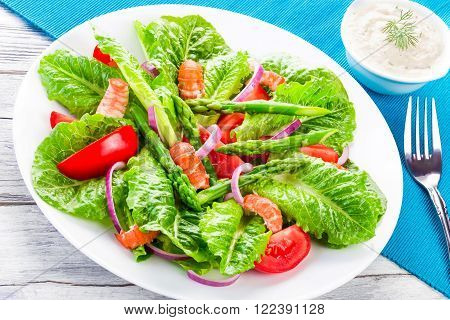 crawfish salad with cos lettuce tomatoes red onion and asparagus