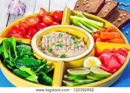 hummus carrots celery sticks spinach ginger sliced lime olive oil