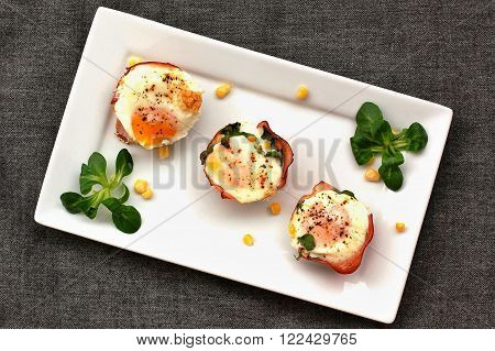 Baked Eggs With Ham And Lettuce