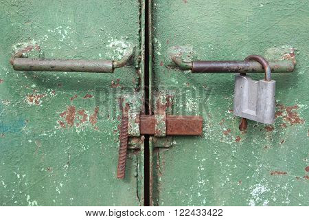 Handles, latch and lock on the old metal gate