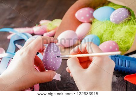 Making Ornament On Easer Egg