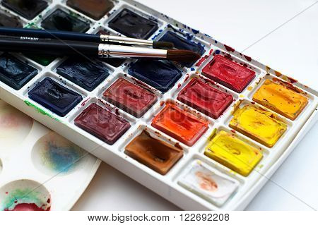 Rounded watercolour paint in cells set luminous colours