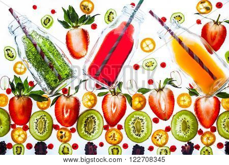 Fresh juice and smoothies with berries on white background. Transparent pattern.