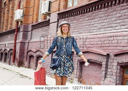 Girl shopping while travel