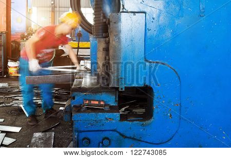cutting machine for metal sheets in mechanical workshop