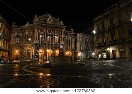 Catania is one of the most important cities of Sicily . He is born Vincenzo Bellini , composer of opera . He has dedicated the theater