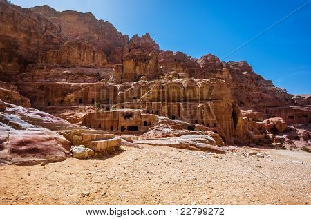 Jordan. Peter. City in the rocks. Peter the ancient capital of the Nabataean kingdom carved into skalah.Dostoprimechatelnost Jordan. Rich in history, Peter has been included in the UNESCO list.