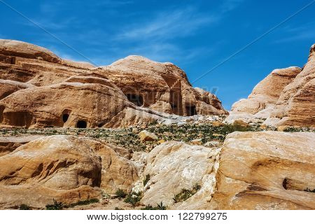 Jordan. Peter. Rock city with caves. Peter the ancient capital of the Nabataean kingdom carved into skalah.Dostoprimechatelnost Jordan. Rich in history, Peter has been included in the UNESCO list.