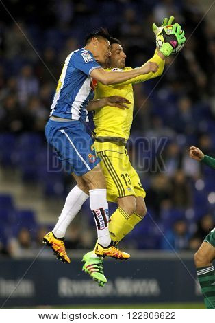 BARCELONA - MARCH, 3: Oscar Duarte(L) of Espanyol and Antonio Adan(R) of Real Betis fighting during a Spanish League match at the Power8 stadium on March 3, 2016 in Barcelona, Spain