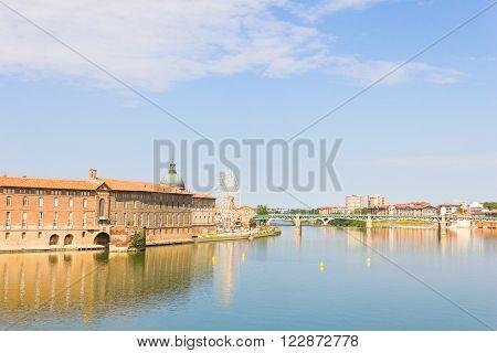 Pont Saint Pierre bridge over the Garonne river Toulouse, France