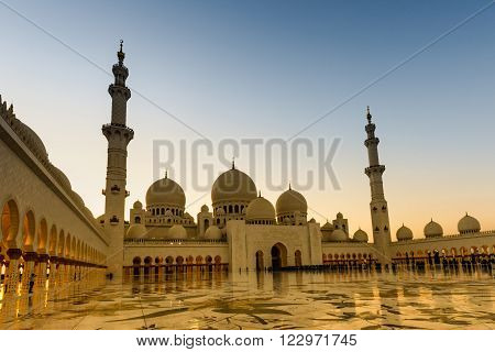 Abu Dhabi Sheikh Zayed Grand Mosque UAE