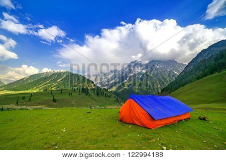 camp in sonamarg trek route himalaya in Kashmir