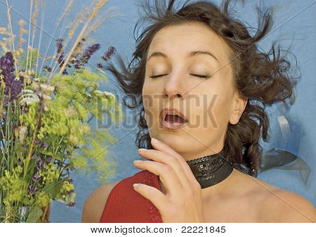 estornudo de la mujer