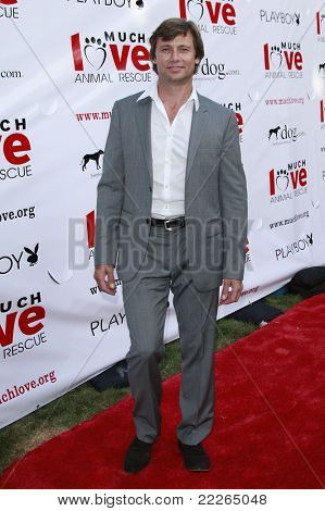 LOS ANGELES - JUL 19: Grant Show at the Much Love Animal Rescue fundraiser 'Bow Wow Wow' at the Playboy Mansion on July 19, 2008 in Los Angeles, California