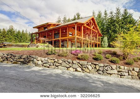 Beautiful Large American Classic Log Cabin Home.