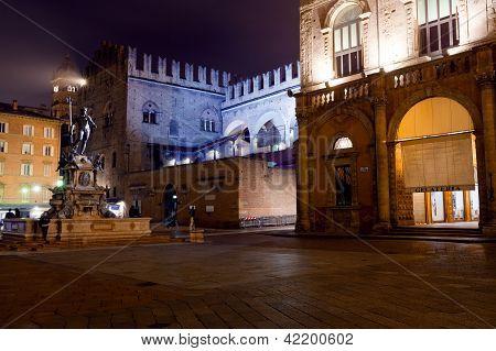 Fonte de Netuno em Bolonha à noite