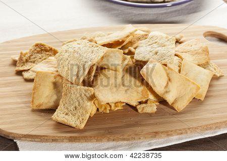 Homemade Crunchy Pita Chips