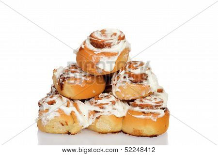 pile of cinnamon buns