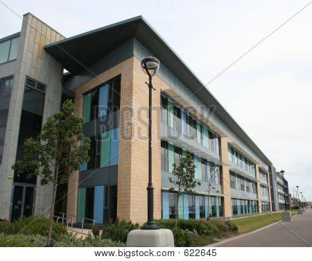 低上升办公大楼