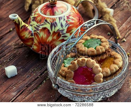 Cup senegalise tea with biscuits