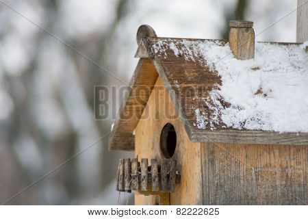 Wooden birdhouse. Close-up.