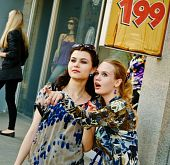 picture of young girls  - Two young women talks about sales and shopping - JPG