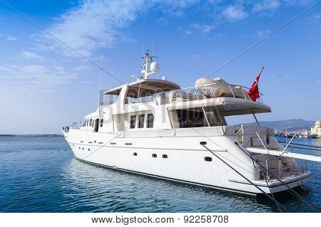 White Pleasure Motor Yacht  Stands Moored In Izmir