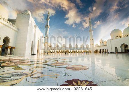 ABU DHABI, UAE - DECEMBER 18: Sheikh Zayed Grand Mosque, Abu Dhabi, UAE on December 18, 2013 in Abu Dhabi. The 3rd largest mosque in the world, area is 22,412 square meters