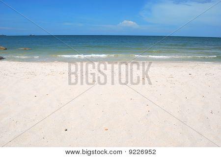 Lonng White Sand Beach.