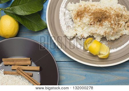 rice pudding, plate with rice pudding on the table, lemon on the table