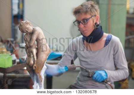 Sculpture Workshop Couple in bronze at foundry