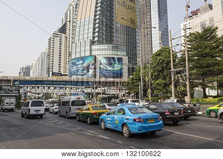 BANGKOK THAILAND - APR 29 : traffic stop in traffic jam on Ratchadapisek Road at Asoke junction on april 29 2016 thailand. traffic jam is one of worse issue of Bangkok