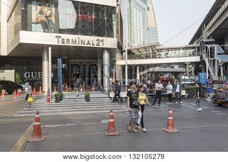 BANGKOK THAILAND - APR 29 : unidentified people walk across crosswalk near terminal 21 shopping mall at Asoke in sukhumvit road on april 29 2016 thailand.