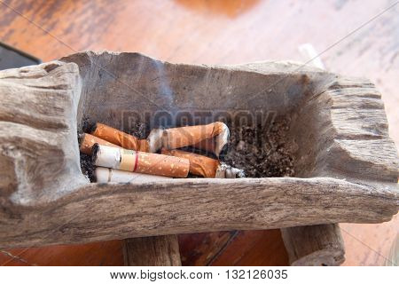 select focus Ashtray and cigarettes and soft-focusSmoking is also not completely extinguish the smoke. Blur background