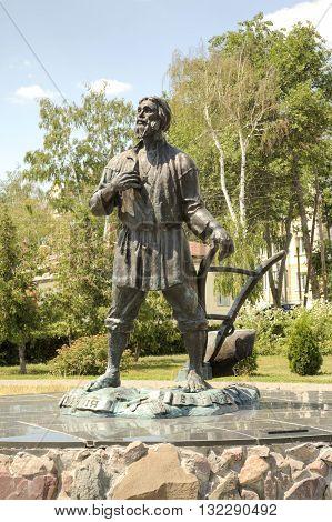 TAMBOV RUSSIA - July 02.2012: SculptureTambov fellow in a municipal park on the Kronshtadt area