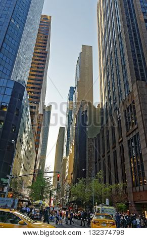 6Th Avenue Crowded With Tourists In Midtown Manhattan