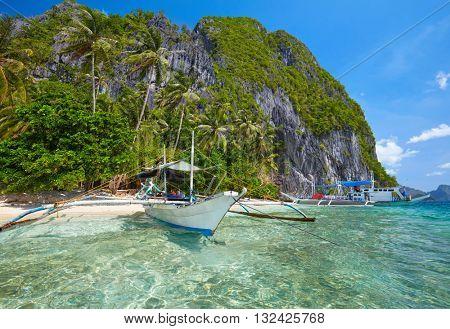 Traditional filippino boat at El Nido bay.  Palawan island, Philippines