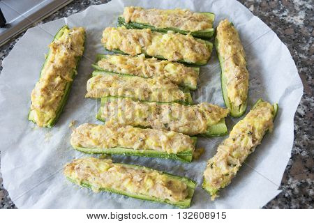 fresh zucchini stuffed with a filling of tuna and crumb cream