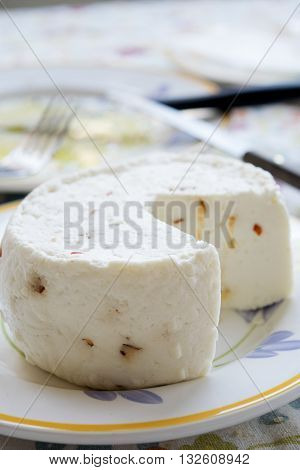 primo sale cheese made with sheep milk and flavored with hot pepper and aromatic herbs