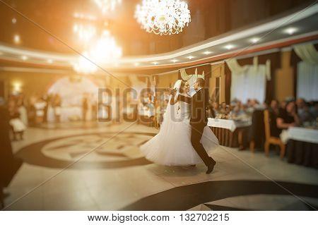 Amazing First Wedding Dance Of Stylish Wedding Couple At Luxury Restaurant