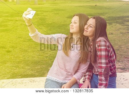 two girls were photographed on a shop being photographed by the mobile phone