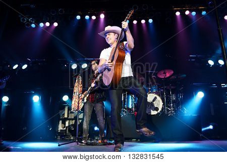 HUNTINGTON, NY-DEC 11: Country music artist Dustin Lynch performs onstage at the Paramount on December 11, 2015 in Huntington, New York.