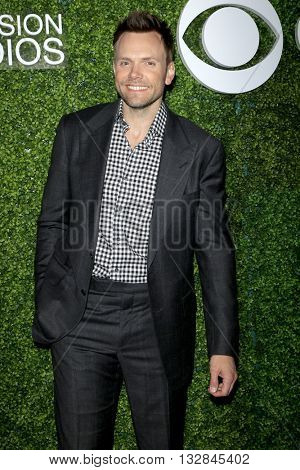LOS ANGELES - JUN 2:  Joel McHale at the 4th Annual CBS Television Studios Summer Soiree at the Palihouse on June 2, 2016 in West Hollywood, CA